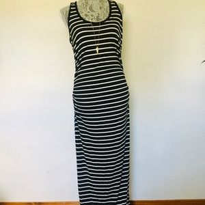 One clothing size large floor length maxi dress